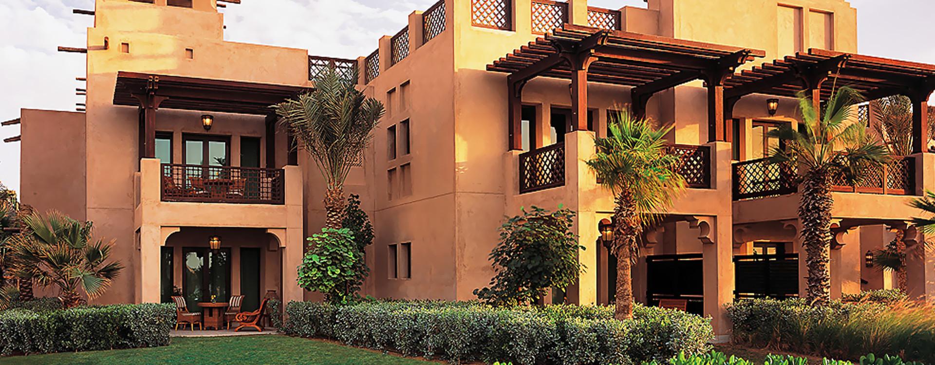 Коттедж отеля Dar Al Masyaf оформлен в арабском стиле