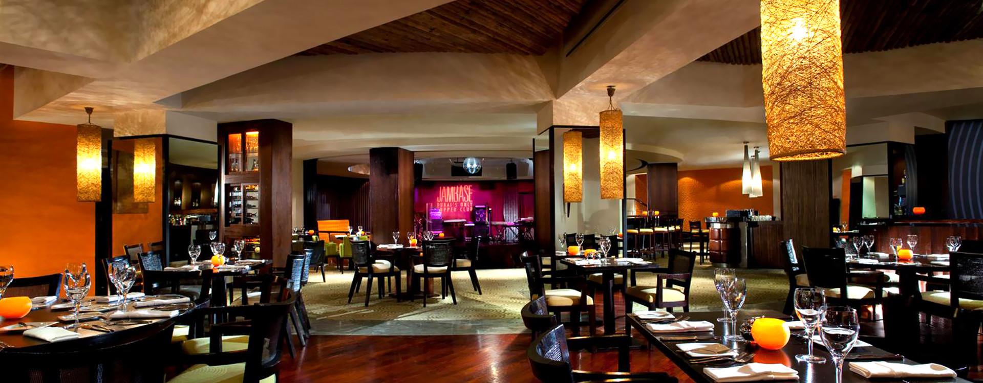 Ресторан в отеле Dar Al Masyaf