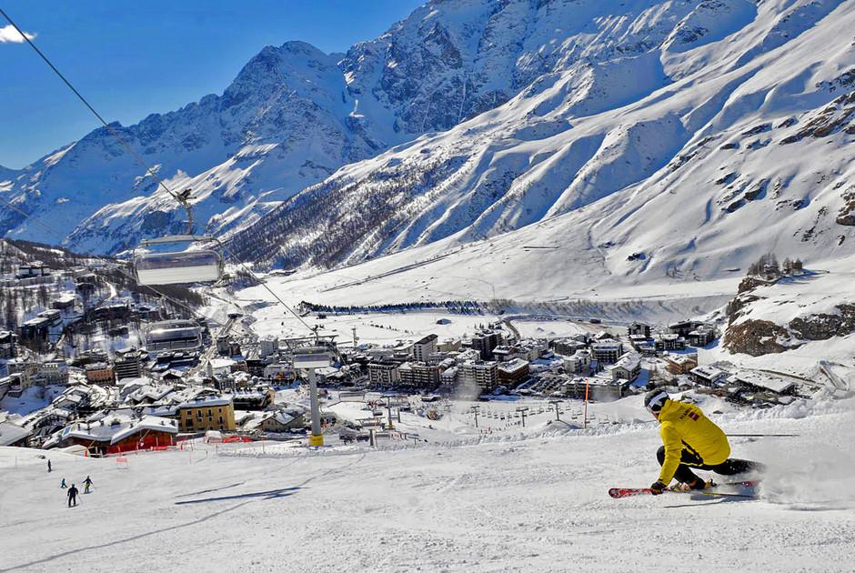 Катание на лыжах на курорте Червиния
