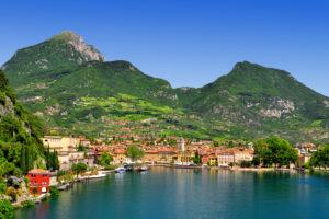 Городки на озере Гарда