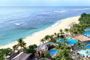 Отель на побережье острова Бали